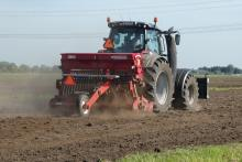 חקלאים בשדה